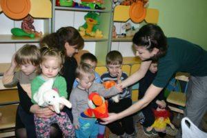 Какие льготы воспитателю за ребёнка аутиста в садике