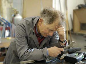 Сколько недополучит работающий пенсионер
